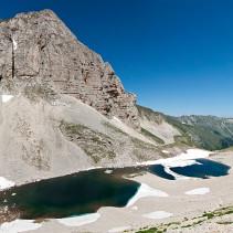 LA FIORITURA DI CASTELLUCCIO….E MOLTO DI PIU'  Traversata del Monte Vettore (per il lago di Pilato)