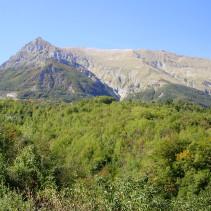 Nella valle incantata tra boschi, ruscelli e scorci favolosi